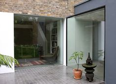 Structural glass used to create a thermally efficient glass wall by IQ Glass