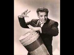 Cariñoso (1946) - Desi Arnaz y su orquesta: canta Elsa Miranda - YouTube