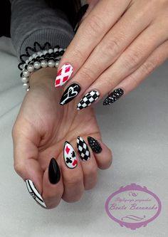 Black & White z odrobiną czerwieni by Beata Barańska! Więcej produktów znajdziesz na www.indigo-nails.com #nailart #nails #black #white #red #cards