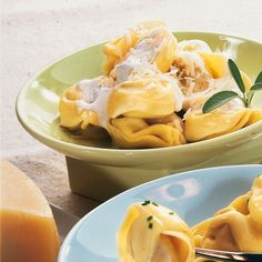 Es ist nur Sahne, Butter und Parmesan, wie kann es da so gut schmecken? Diese Frage stellt sich einem bei Tortellin alla panna jedesmal.