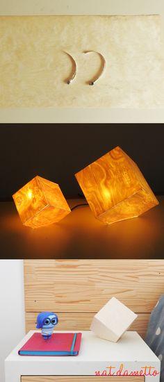 Luminária Cubo com Lâminas de Madeira e Fita de LED - Nat Dametto