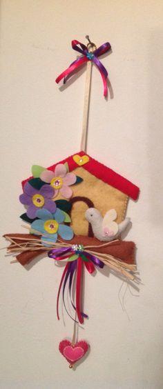 Palomera en paño lenci.  Ideal para decorar habitaciones infantiles.