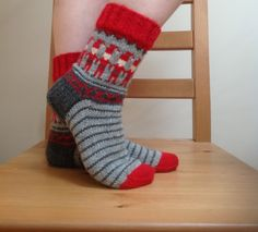 Ravelry: Dancing Elves pattern by DROPS design Christmas Stocking Pattern, Christmas Knitting, Christmas Stockings, Drops Design, Knitting Socks, Elves, Mittens, Crochet Projects, Ravelry