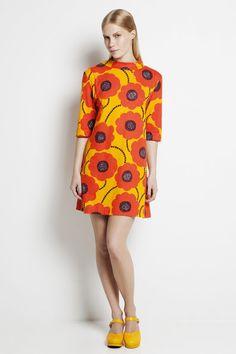 Marimekko Kalla Dress The Kalla dress from Marimekko features the modern Kaunokainen (daisy) flower print from Aino-Maija Metsola in a luscious shade of tangerine. Marimekko Dress, Mod Girl, Arte Pop, Work Wardrobe, Wardrobe Ideas, Fashion Outfits, Womens Fashion, Girl Fashion, Dress Skirt