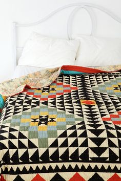 kaleidoscope patchword quilt - urban outfitters geometric vase (trend spotting - graphic patterns and geometric designs, home decor ideas and trends) Geometric Patterns, Geometric Designs, Quilt Patterns, Geometric Quilt, Graphic Patterns, Geometric Prints, Quilting Projects, Quilting Designs, Urban Outfitters