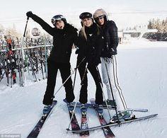 Catherine Zeta-Jones and Michael Douglas ring in New Year with family ski trip Catherine Zeta Jones, Mode Au Ski, Ski Fashion, Arab Fashion, Sporty Fashion, Sporty Chic, Sporty Outfits, Winter Fashion, Ski Season
