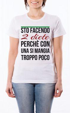 T-Shirt donna frase: Sto facendo due diete perchè con una si mangia troppo poco. Maglietta bianca con stampa digitale diretta.
