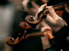 Reunindo cerca de 200 músicos em um mesmo palco, o 1º Encontro do Núcleo de Orquestras de Formação da Fundação Theatro Municipal de São Paulo acontece no hall de eventos da Praça das Artes.