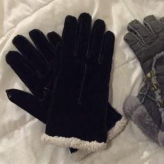 Thick winter gloves Super thick and warm gloves worn mildly.. Black ones are not UGGs UGG Accessories Gloves & Mittens