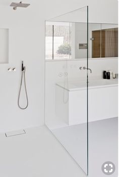 Minimalist bathroom 464222674083736781 - Minimal white bathroom Salle de bain douche pare-douche Source by syldetco Modern Bathtub, Modern Bathroom Design, Bathroom Interior Design, Bath Design, Luxury Master Bathrooms, Dream Bathrooms, Small Bathroom, Bathroom Ideas, White Bathrooms