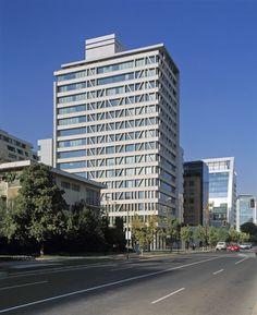 Gallery of Manantiales Building / Izquierdo Lehmann Arquitectos - 2