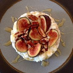 ❝Tasty, healthy, fast & beautiful - a perfect combination for a snack. Rice cake with cottage cheese, nuts, honey & figs. Rice Snacks, Puffed Rice, Healthy Food, Healthy Recipes, Bento Box Lunch, Rice Cakes, Cake Toppings, Good Ol, Cottage Cheese