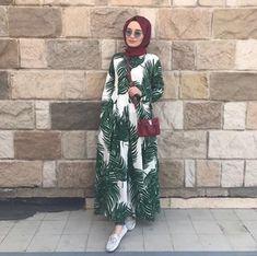 ButikGez | Vizon fırfırlı salaş tunik Modern Hijab Fashion, Hijab Fashion Inspiration, Abaya Fashion, Muslim Fashion, Modest Fashion, Fashion Outfits, Hijab Chic, Hijab Style, Tropical Outfit