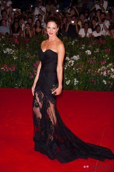 the perfect gown Wallis Simpson, Evan Rachel Wood, Keira Knightley, Gwyneth Paltrow, Monica Bellucci, Emilio Pucci, Cindy Crawford, Victoria Beckham, Madonna