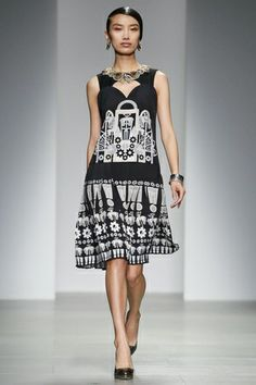 Holly Fulton Ready To Wear Fall Winter 2014 London - NOWFASHION