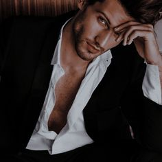 Portrait Photography Men, Photography Poses For Men, Bad Boy Aesthetic, Character Aesthetic, Beautiful Men Faces, Gorgeous Men, Mens Photoshoot Poses, Male Models Poses, Blonde Guys