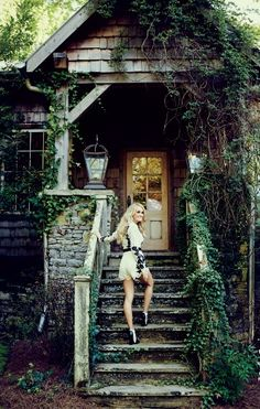 Biggest Carrie Underwood Photo Gallery: Click image to close this window Country Singers, Country Music, Carrie Underwood Pictures, Carrie Underwood House, Entertainer Of The Year, Queen Of Everything, This Girl Can, House Of Beauty, Small Town Girl