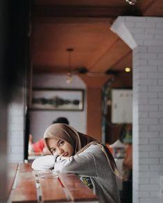 Hijab Casual, Ootd Hijab, Hijab Chic, Jeans Pants, Hijab Fashion, Art Girl, Abs, Hipster, Model