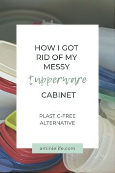 I can't think of anyone that doesn't have a messy cabinet in their house that is filled with food containers and plastic take-out bins of all shapes and sizes. I used to have one of those cupboards … and it made me crazy every time I opened it up. Every single time I'd have to go through every single lid to see if it fit on the container. Something had to change! Container Organization, Kitchen Organization, Organization Hacks, Tupperware Organizing, Weck Jars, Diy Cupboards, Declutter Your Mind, Diy Deodorant, Plastic Food Containers