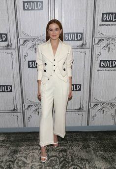 Zoey Deutch visits Build Series to discuss her new film 'Set It Up' at Build Studio on June 12 2018 in New York City Zoey Deutch, Blue Carpet, Red Carpet Event, Red Carpet Ready, Street Styles, Spotlight, Style Me, Oc, Runway