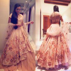 ⇜✧≪∘Pinterest: jshagunv ∙∘≫✧⇝ Indian Lehenga, Red Lehenga, Indian Gowns, Indian Attire, Bridal Lehenga, Pakistani Dresses, Lehenga Choli, Anarkali, Indian Wear