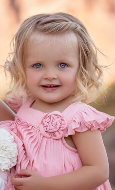 cute child ❥ڿڰۣ-- Those Eyes! Cute Little Baby, Pretty Baby, Little Babies, Baby Love, Cute Babies, Baby Kids, Precious Children, Beautiful Children, Beautiful Babies