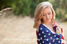 Rustic country inspired senior pictures with an American flag by Oregon high school senior photographer Holli True in natural light at a park Hunting Senior Pictures, Summer Senior Pictures, Senior Photos Girls, Senior Girl Poses, Senior Girls, Senior 2018, Senior Session, Senior Year, 4th Of July Photography