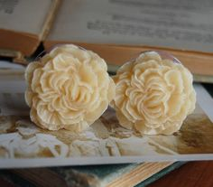 "7/8"" (22mm) Cream Colored Flower Plugs for stretched ears.."