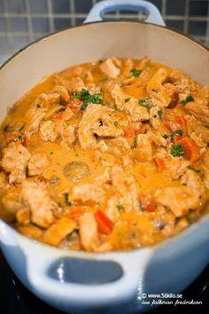 Kyckling Stroganoff - - Recept, inspiration och livets goda - Reality Worlds Tactical Gear Dark Art Relationship Goals Crockpot Recipes, Chicken Recipes, Cooking Recipes, Healthy Recipes, I Love Food, Good Food, Yummy Food, Lchf, Food Hacks
