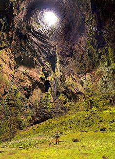 Sotano de las golondrinas en Aquismón, San Luis Potosí. Las paredes de roca forman la cueva más profunda del mundo, el Sótano de las Golondrinas.