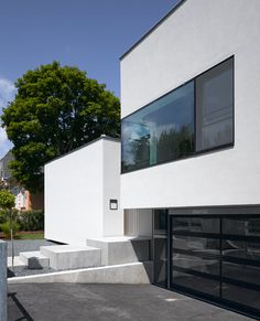 A house in Vienna with all the living areas oriented towards the garden.