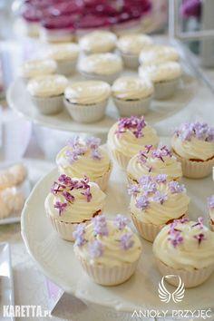 7. Lilac Wedding,Sweet table,Cupcakes,Flowerfetti / Wesele z bzem,Słodki stół,Anioły Przyjęć Lilac Wedding, Macaroons, Mini Cupcakes, Wedding Cakes, Birthday Cake, Candy, Cookies, Bar, Desserts