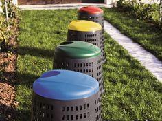 Il trespolo grazie ai diversi colori del coperchio è la soluzione ideale per la raccolta differenziata.