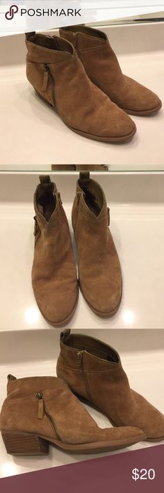 Nine West suede tan booties Size 9M Nine West women's booties. Medium tan suede with a little dirt/water stains. I am pretty sure it would come out easily if you had a suede cleaner. They are very very comfortable and the heel is probably only an inch or a little more. They're just a bit too casual for what I want these days so I hope to see them go to a good home! Nine West Shoes Ankle Boots & Booties