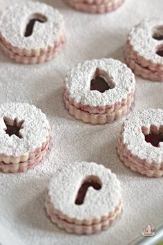Raspberry Linzer Cookies | Sweetopia made with Driscols berries http://sweetopia.net/2013/12/raspberry-linzer-cookies/