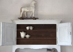 Antieke witte kast