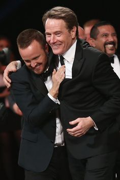 "21 Photos Of Aaron Paul And Bryan Cranston That& Make You Miss ""Breaking Bad"" Breaking Bad Funny, Breaking Bad Cast, Breaking Bad Jesse, Best Series, Best Tv Shows, Tv Series, Disney Channel, Cartoon Network, Braking Bad"