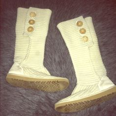 """Knit Ugg Boots Women's size """"6"""" cream colored knit boots by Ugg Australia. These classic boots feature 3 Ugg embellished buttons on each boot. Overall, boots are in excellent condition & remain vibrant in cream color. Some signs of wear on back heel that could be cleaned up. See pics for details.. Let me know if you'd like more photos.. Looking to SELL.. Make me an offer!! UGG Shoes Winter & Rain Boots"""