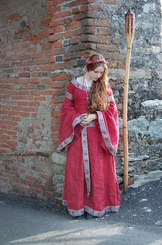 Fair Ladys Dress - Medieval Renaissance Clothing, Costumes (in red)