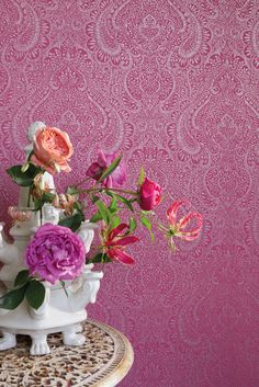 An amazing filigree damask wallpaper design from Jaipur - available in a range of colours from plum, fuchsia and neutral tones. Luxury Wallpaper, Damask Wallpaper, Designer Wallpaper, Wallpaper Suppliers, What's Your Style, High Quality Wallpapers, Neutral Tones, Jaipur, Pastel Pink