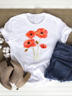 A beautiful white or gray hippie t-shirt with Poppy Flower print. Great to wear in spring or summer. With this shirt you bring happiness and lightness into your everyday life. It will take you away on your next summer holiday. Super wearable also in high-waist style. You can wear it in your free time or use it for your next sport or yoga session.   You can choose if you want your shirt made of organic cotton or conventional cotton.   The shirt is machine washable and easy to clean. Cute Tshirts, Cool T Shirts, Flower Power, Hippie T Shirts, Teen Girl Fashion, Summer Prints, Yoga Session, Flower Fashion, T Shirts For Women