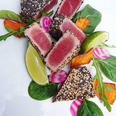 Thon mi cuit au pavot et sésame.... #menubistronomique #pavot #sésame #thon #atun #tuna #Food #Foodista #PornFood #Cuisine #Yummy #Cooking