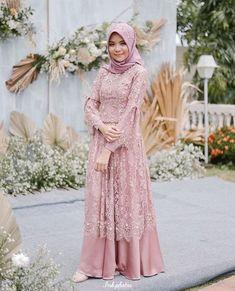 Muslim dress Source by BrendWaelchi brokat Modern Islamic Clothing, Dress Muslim Modern, Dress Brokat Modern, Muslim Dress, Model Kebaya Muslim, Dress Brokat Muslim, Kebaya Brokat, Muslim Fashion, Hijab Fashion