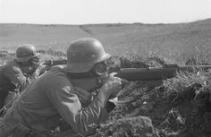 ausschreitungen G41. German soldiers training. The one in the foreground is shooting a rather rare Gewehr 41 semiautomatic rifle. The Gewehr 41 rifles, commonly known as the G41(W) or G41(M), were semi-automatic rifles used by Nazi Germany during World War II.