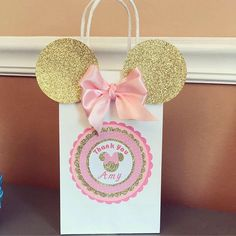 Pink and Gold Minnie Mouse Goody Bags, perfect for your a birthday party or gift bags. With a ribbon pink bow made. Minnie Mouse Gifts, Minnie Mouse Party Decorations, Minnie Mouse Theme Party, Minnie Mouse First Birthday, Minnie Mouse Baby Shower, Minnie Mouse Pink, Girl First Birthday, Birthday Party Decorations, Mickey Birthday