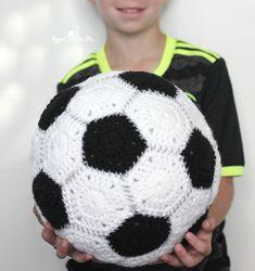 Crochet Soccer Ball - Repeat Crafter Me Crochet Ball, Crochet Kids Hats, Crochet For Boys, Crochet Bunny, Crochet Gifts, Crochet Toys, Easy Crochet, Irish Crochet, Free Crochet