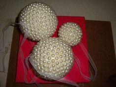 Cómo hacer elegantes bolas decorativas para la Navidad | Aprender manualidades es facilisimo.com