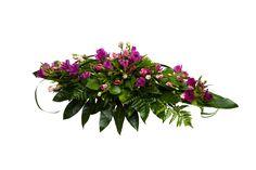 Malli No 16 - Kuvan arkkulaitteessa on vanharoosa eustomaa ja lilaa alstromeriaa ja koristevihreää. Hautavihkossa lisäksi koristenauha. Arkkulaitteen hinta on 110 € toimitettuna siunaustilaisuuteen.
