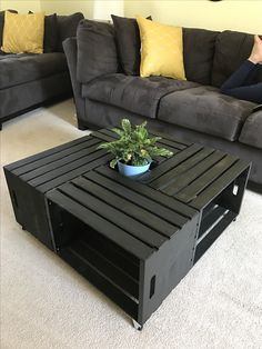 Put glass on top Pallet Patio Furniture, Crate Furniture, Diy Furniture Projects, Diy Pallet Projects, Furniture Making, Home Furniture, Furniture Design, Home Crafts, Diy Home Decor