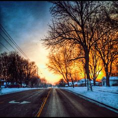 We're given beautiful beginnings and endings to the winter days of waiting, to keep us hopeful for the seasons and greater blessings ahead. #hopeful #winter #seasons #sunrise #dawn #ohio #ohioigers #ohioexplored #ohiophotographer #dayton #centerville #neighborhood #road